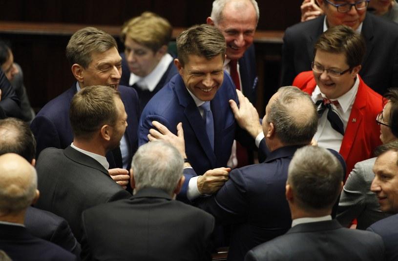 Ryszard Petru i Grzegorz Schetyna w serdecznym uścisku /Stefan Maszewski /Reporter