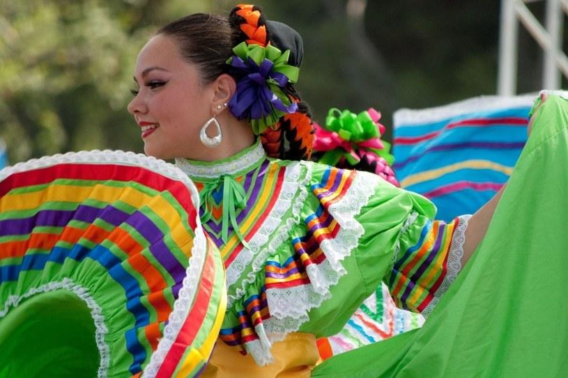 Rytm życia mieszkańców Meksyku wyznaczają fiesty – zimą jest to karnawał /©123RF/PICSEL