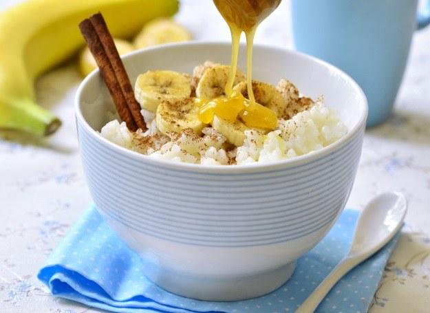 Ryż na słodko? Z bananami smakuje świetnie! /123RF/PICSEL