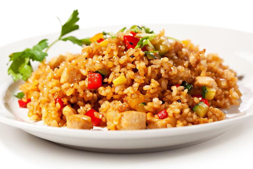 Ryż z kurczakiem /123RF/PICSEL