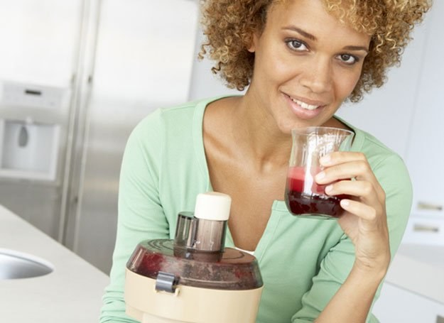 Ryzyko zawału i ataku serca może zostać zredukowane, jeśli włączymy do swojej diety sok z buraków /© Panthermedia