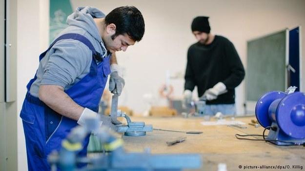 Rząd Niemiec rozważa możliwość wprowadzenie dla migrantów wyjątków w stawce minimalnej. Kogo będą dotyczyć? /Deutsche Welle