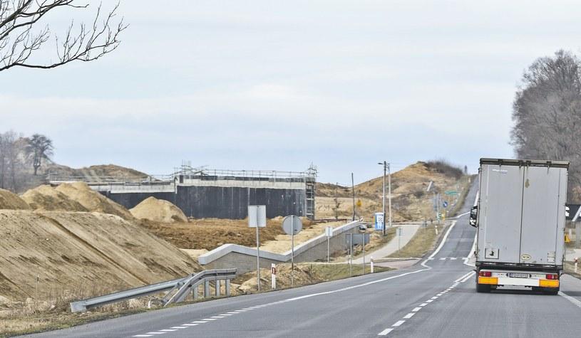 Rządowi zaczyna brakować pieniędzy na budowę dróg /Piotr Jędzura /Reporter