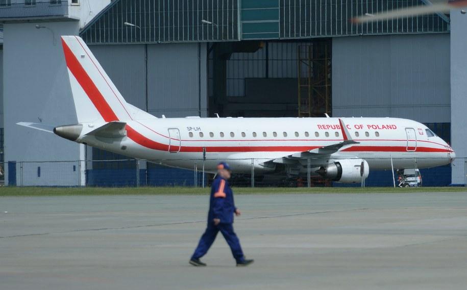Rządowy Embraer 175 po awarii na Okęciu /Jacek Turczyk /PAP