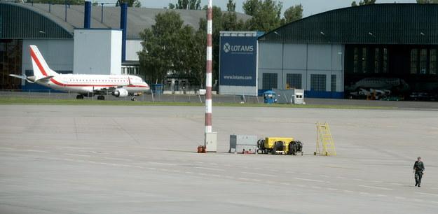 Rządowy samolot Embraer 175, który uległ awarii podczas startu /Jacek Turczyk /PAP