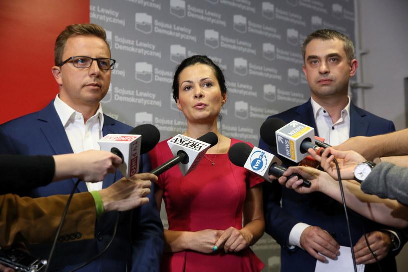 Rzecznik SLD Dariusz Joński, członkini Zarządu Krajowego SLD Monika Pniakowska i sekretarz generalny Sojuszu Krzysztof Gawkowski, podczas konferencji prasowej, po posiedzenia zarządu krajowego SLD /Tomasz Gzell /PAP