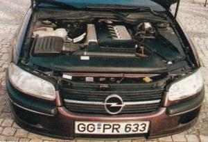 Rzędowe silniki 6-cylindrowe 2.4, 2.6 i 3.0 zastąpiono jednostkami V6 2.5 i 3.0. Jedyny wyjątek stanowi silnik wysokoprężny (R6) wyposażony w turbosprężarkę, chłodnicę powietrza i elektronicznie sterowaną pompkę wtryskową. Dzięki zwartej zabudowie udało się go wcisnąć w skróconą komorę silnikową. /Motor
