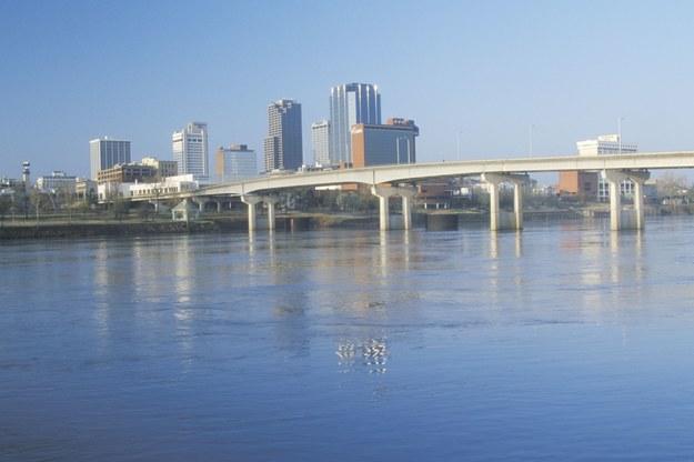 Rzeka Arkansas i skyline w Little Rock /123/RF PICSEL