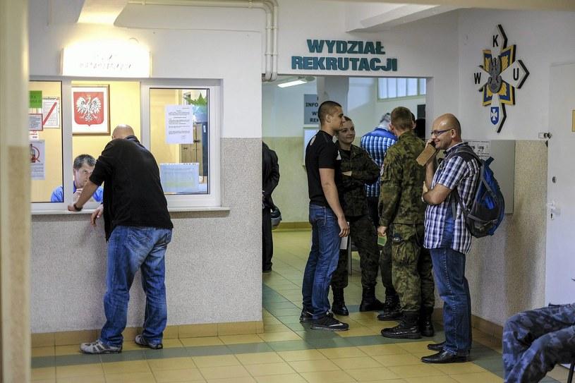 Rzeszów: Punkt informacyjny dla kandydatów do służby w Wojskach Obrony Terytorialnej /Fot. Patryk Ogorzałek /