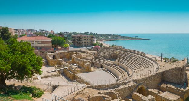 Rzymski amfiteatr nad brzegiem morza /123/RF PICSEL