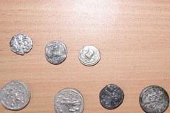 Rzymskie monety z nielegalnych wykopalisk odzyskane przez policję