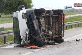 S8: Zderzenie lawety, busa i ciężarówki