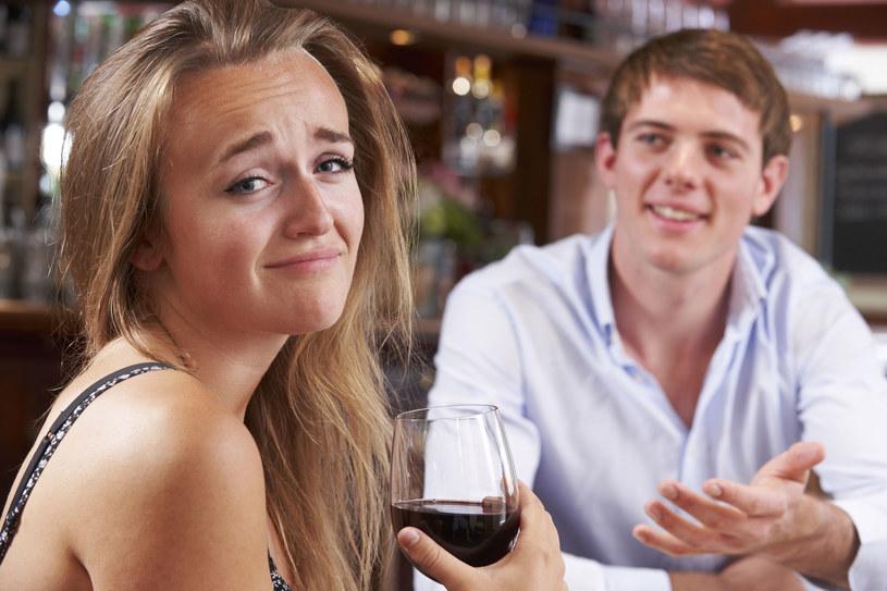 Są randki, które wspominamy ze łzami w oczach. Bynajmniej nie ze wzruszenia... /©123RF/PICSEL