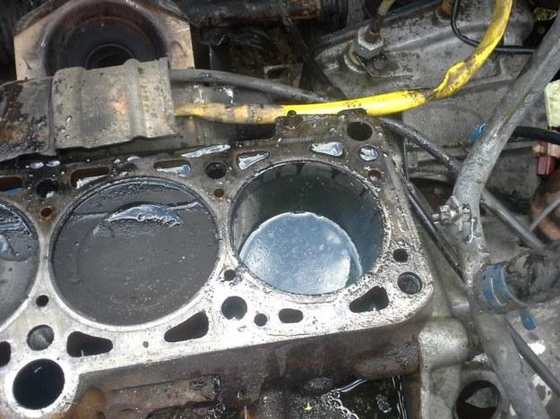Są samochody, których mechanicy nie chcą naprawiać /poboczem.pl