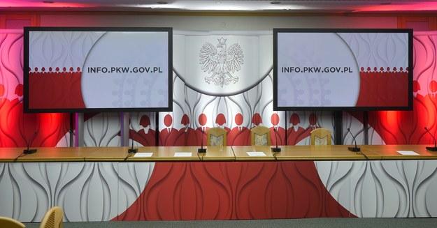 Sala konferencyjna Państwowej Komisji Wyborczej w Warszawie /Radek Pietruszka /PAP