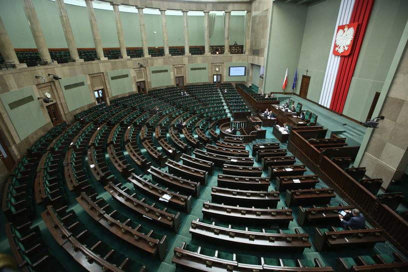 Sala sejmowa przed wystąpieniem Schetyny, zapełniła się przed godziną 13 /Rafał Guz /PAP