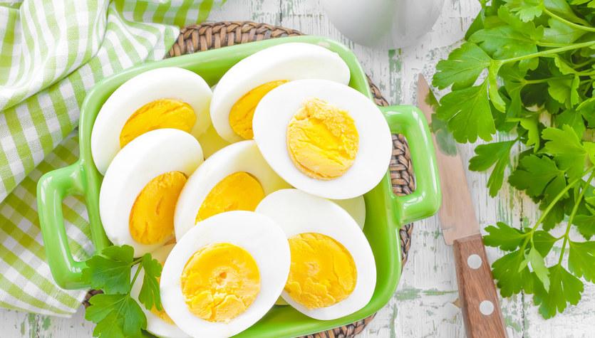 Sałatka warstwowa z jajek