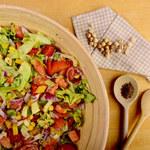Sałatka z cieciorką i pomidorami