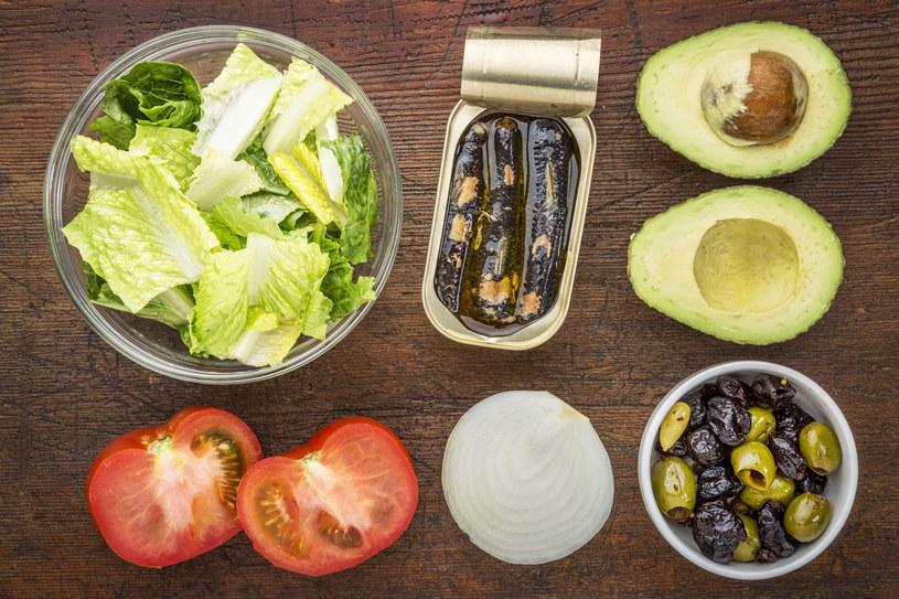 Sałatka z sardynkami to świetny pomysł na lunch /©123RF/PICSEL