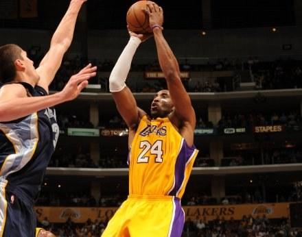 Sam Kobe Bryant meczu nie wygra /AFP