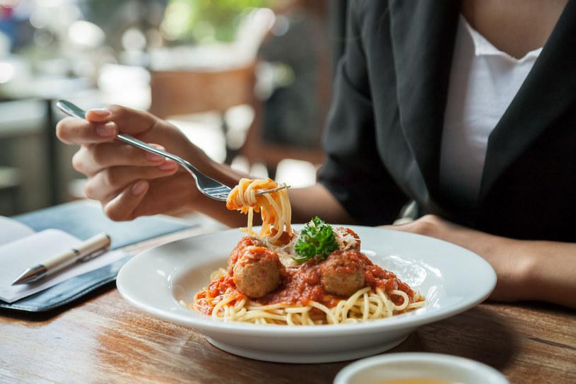 Sama siła woli często nie wystarcza, aby zapanować nad apetytem /©123RF/PICSEL