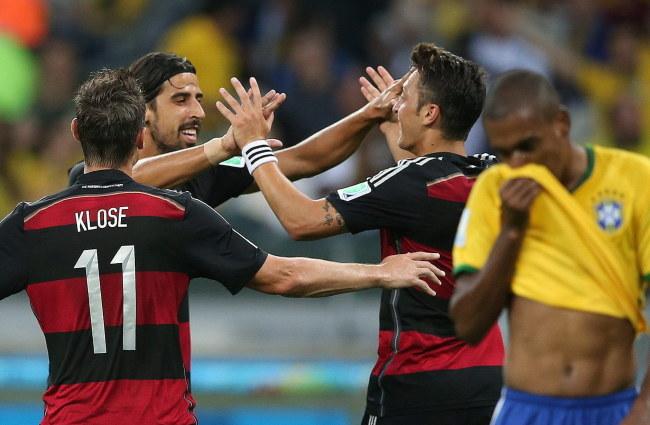 Sami Khedira, Miroslav Klose i Mesut Oezil /PAP/EPA/FERNANDO BIZERRA JR. /PAP/EPA
