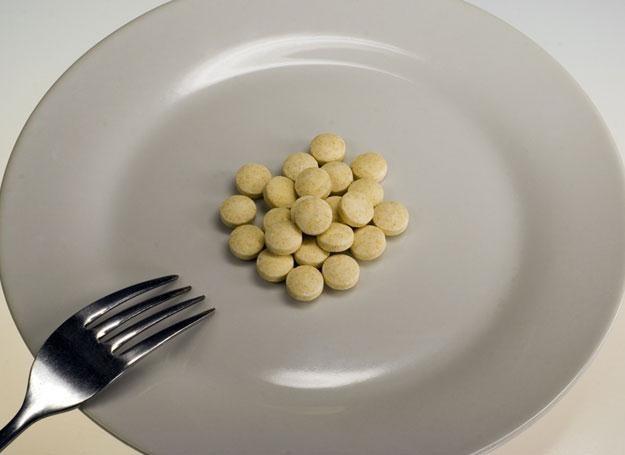 Samo łykanie witamin to jeszcze nie jest zdrowy tryb życia /© Panthermedia