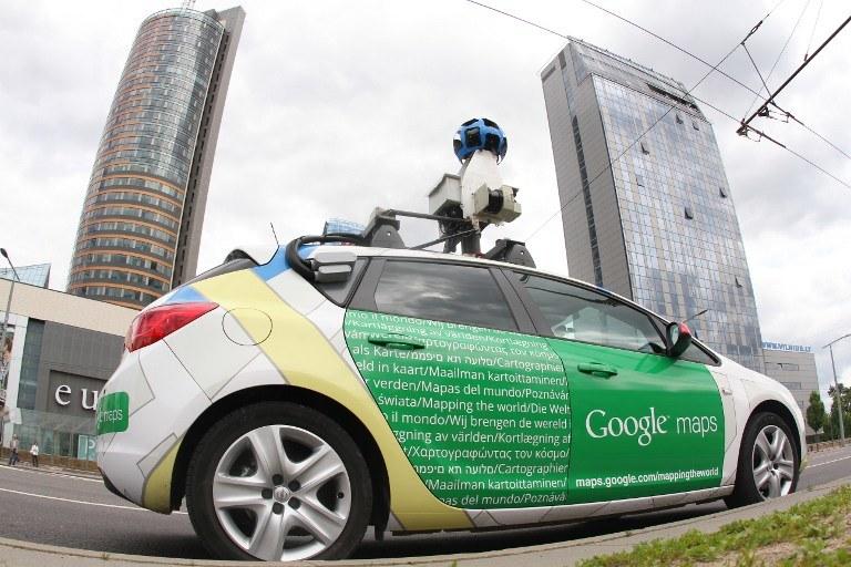 Samochód Google na ulicach Wilna /AFP