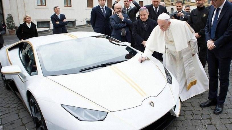 Samochód papieża Franciszka wylicytowany /Laski Diffusion /East News