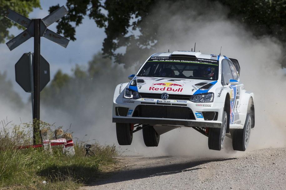 Samochód Sebastiena Ogiera /NIKOS MITSOURAS /PAP/EPA