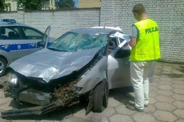 Samochód uderzył rowerzystów a następnie wydachował /Policja