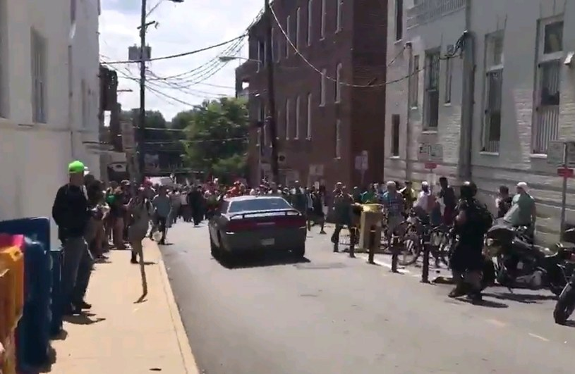 Samochód wjechał w tłum /BRENNAN GILMORE  /PAP/EPA