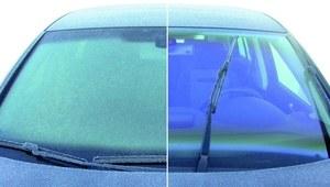 Samochód zimą - szron od wewnątrz auta