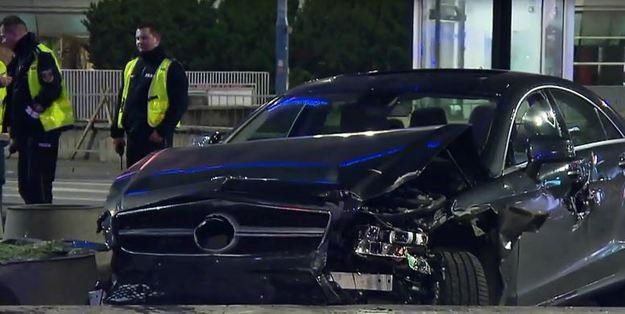 Samochód został mocno zniszczony /