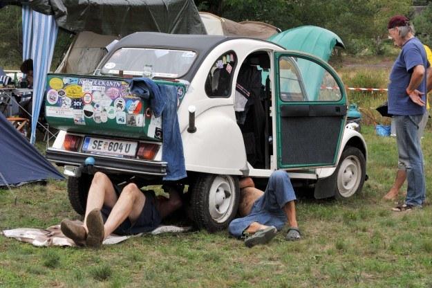 Samochody czasem wymagają napraw /AFP
