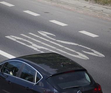 Samochody elektryczne na buspasach – będą mandaty, bo policja inaczej czyta ustawę niż ministerstwo