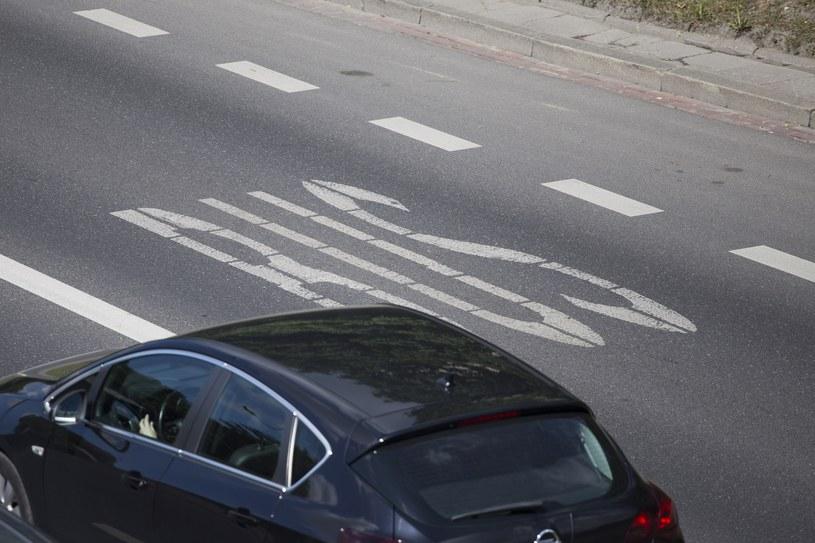 Samochody elektryczne na buspasach – będą mandaty /Maciej Luczniewski/REPORTER /Agencja SE/East News