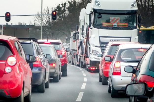 Samochody mają być przepuszczane co pół godziny (zdjęcie ilustracyjne) /Piotr Kamionka /Reporter