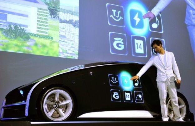 Samochody są coraz bardziej naszpikowane elektronią -  co to oznacza dla przyszłych kierowców? /AFP