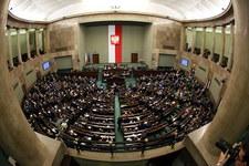 Samodzielna większość w Sejmie dla PiS. PSL i KORWiN