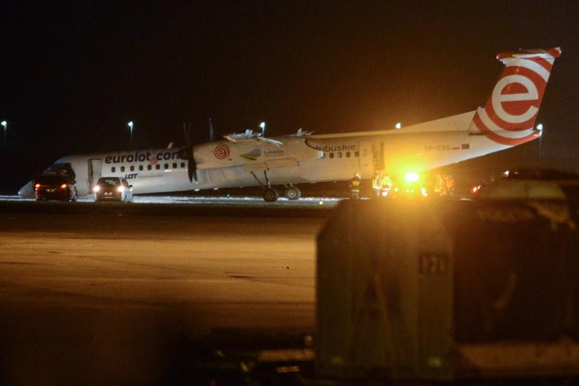 Samolot Bombardier Dash Q400 Polskich Linii Lotniczych LOT lecący z Krakowa do Warszawy wylądował awaryjnie na warszawskim Lotnisku Chopina /Jakub Kamiński   /PAP
