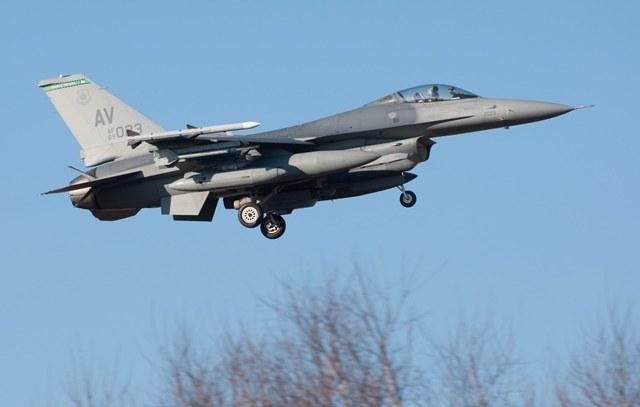 Samolot F-16 /Grzegorz Michałowski /PAP
