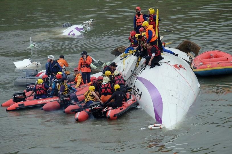 Samolot spadł do rzeki Keelung niedaleko stolicy Tajwanu /AFP