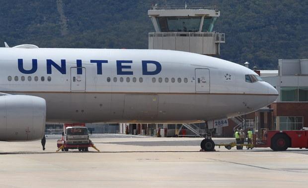 """Samolot United Airlines musiał lądować z powodu """"przepełnionych toalet"""""""