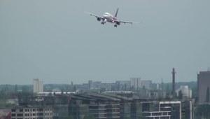 Samolot w centrum miasta
