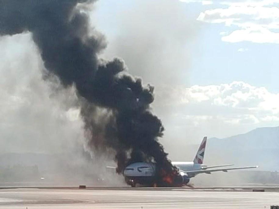 Samolot zapalił się przed startem z Las Vegas /BRADLEY HAMPTON via TWITTER /PAP/EPA