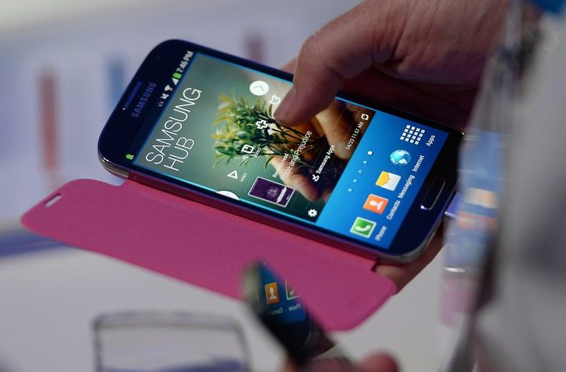 Samsung Galaxy S 4 - dla wielu osób to smartfon marzeń. Bez wątpienia stanie się on hitem także w naszym kraju /AFP