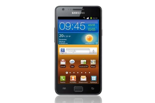 Samsung GALAXY S II - wbrew pozorom, ten model jest szalenie lekki /materiały prasowe