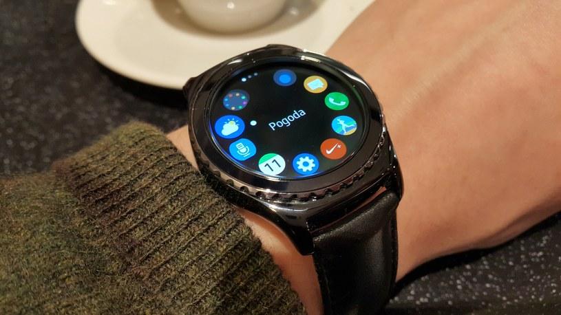 Samsung Gear S2 Classic i obracany pierścień ze specjalnym umieszczeniem aplikacji /INTERIA.PL