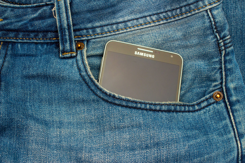 Samsung próbuje uchronić obecnych użytkowników Note'a 7 przed szkodami /123RF/PICSEL